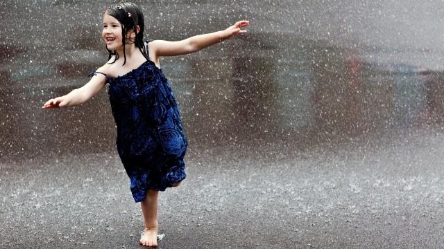 People___Children_____The_little_girl_in_the_rain_082529_